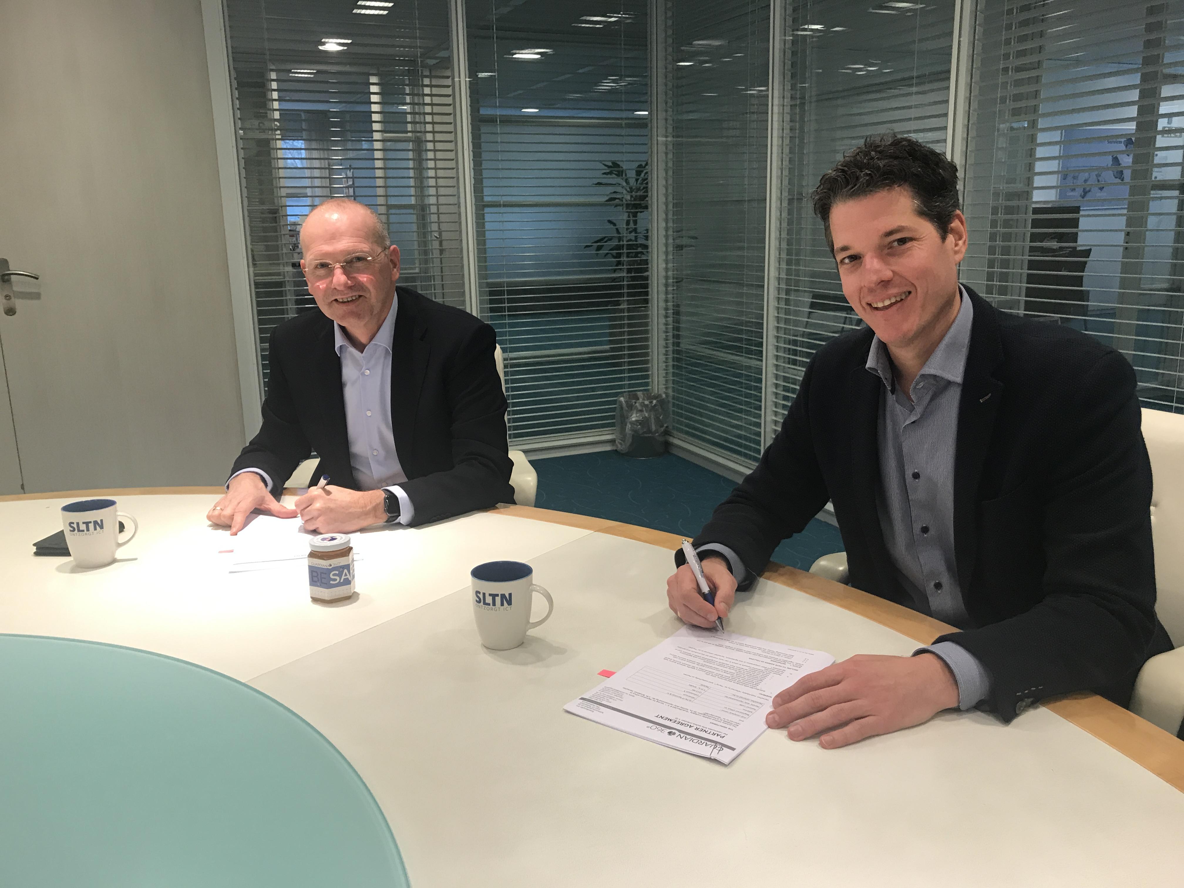 Lex Erades en Jan Martijn Broekhof ondertekenen partnerovereenkomst
